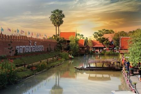 floating market: Ayothaya floating market Stock Photo