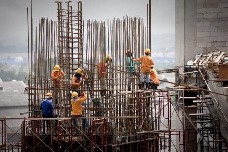 andamios: trabajadores de la construcci�n Editorial