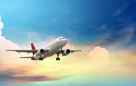 수송: 비행기 이륙 스톡 콘텐츠