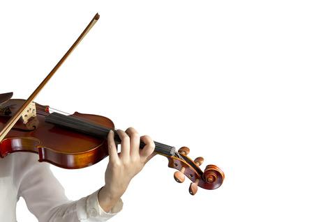 白い背景の上のバイオリンの弦に手します。 写真素材