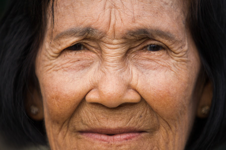 Portrait old woman - close up Imagens