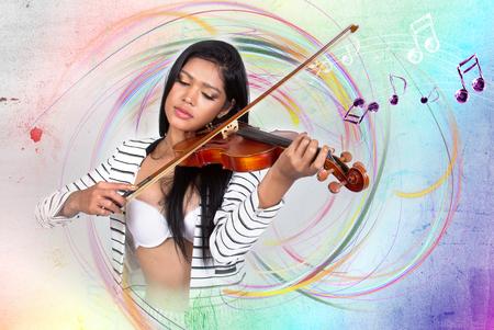 musico: Violín jugador joven y bella mujer
