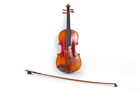 violines: Violín y arco sobre fondo blanco Foto de archivo
