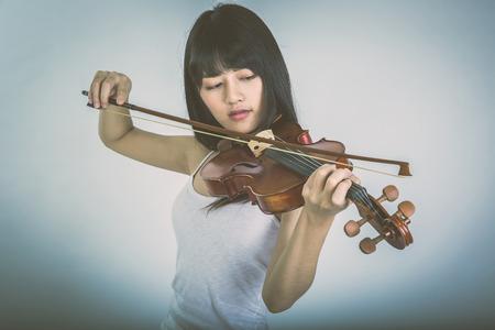 violinista: Preciosa niña tocar el violín