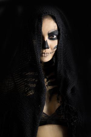 woman in day of the dead mask skull face art. Halloween face art Standard-Bild