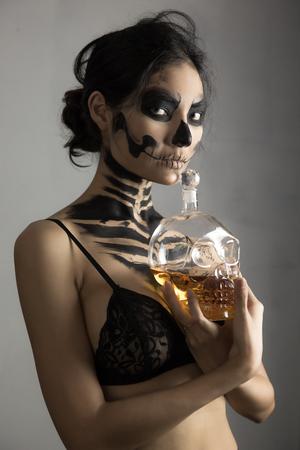 woman in day of the dead mask skull face art. Halloween face art Imagens