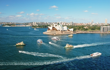 sydney: Sydney opera house with ferrys in foregournd, taken from harbor bridge