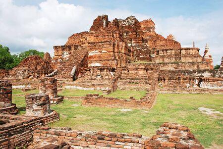 Ruins of ancient wat in Ayutthaya, Thailand Stock Photo - 13755466