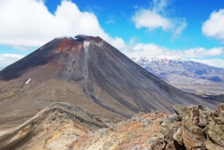 tongariro: Monte Ngauruhoe y el Monte Ruapehu, Tongariro National Park, Nueva Zelanda