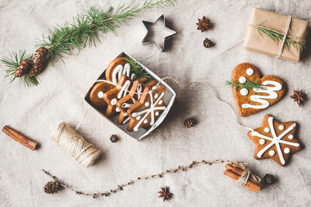 Christmas composition. Gift, larch branches, cinnamon sticks, anise star, christmas cookies. Top view, flat lay Archivio Fotografico