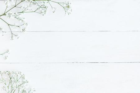 Cornice fatta di fiori gypsophila. Cornice invernale Vista piana, vista dall'alto