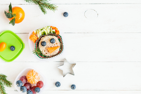 クリスマス給食子供のため。クリスマス楽しい食品。フラット横たわっていた、トップ ビュー 写真素材