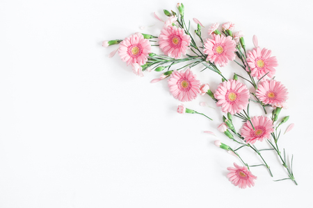 Flowers composition. Frame made of pink flowers on white background. Flat lay, top view, copy space 스톡 콘텐츠