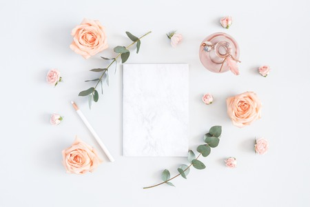 Wedding invitation card. Marble paper blank, rose flowers, eucalyptus branches on gray background. Wedding concept. Flat lay, top view, copy space 写真素材 - 100584531