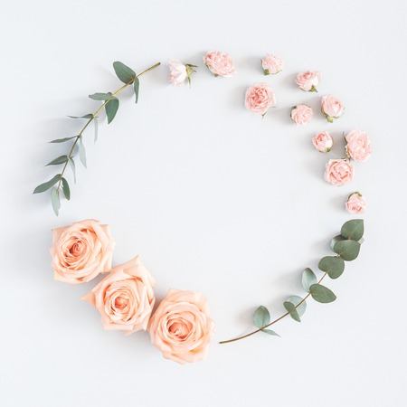 Flowers composition. Wreath made of rose flowers, eucalyptus branches on pastel gray background. Flat lay, top view, copy space, square 版權商用圖片