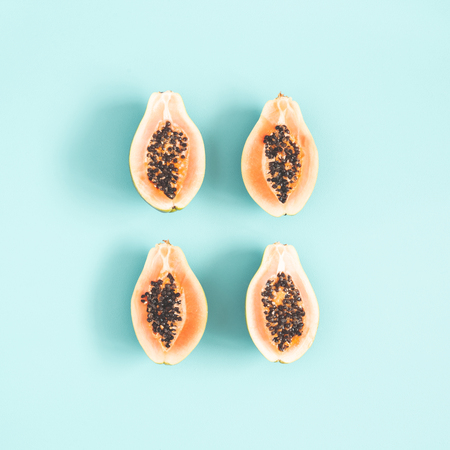 Papaya on blue background. Summer concept. Flat lay, top view Stockfoto