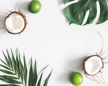 Summer composition. Tropical palm leaves, fruits on pastel gray background. Summer concept. Flat lay, top view, copy space Standard-Bild