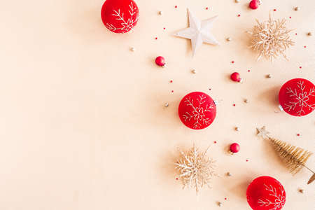Christmas composition. Red and golden decorations on beige background. Christmas, winter, new year concept. Flat lay, top view, copy space Stock fotó - 158196138