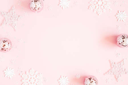 Christmas composition. White decorations on pastel pink background. Christmas, winter, new year concept. Flat lay, top view, copy space Stock fotó