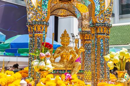 Thao Maha Brahma ou sanctuaire d'Erawan Lieux importants et populaires ou point de repère à Bangkok en Thaïlande. Banque d'images