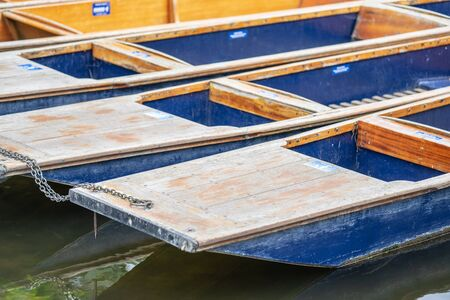 A punt is a flat-bottomed boat with a square-cut bow, designed for use in small rivers or other shallow water. Cambridge, England Stock fotó