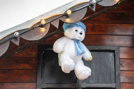 plush toy bear hang above the roof. Foto de archivo - 138476550