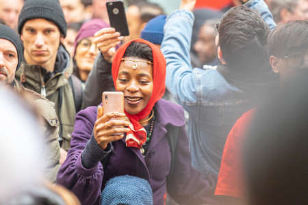 London, January 26, 2020. Spectators taking pictures with cell phones during Chinese New Year Celebrations 新闻类图片