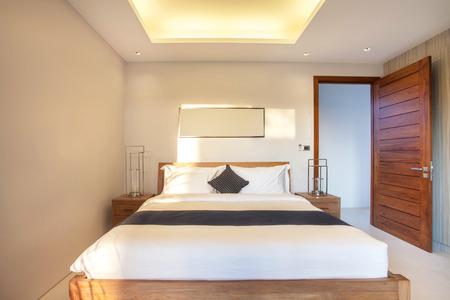 Luksusowy Wystrój Wnętrz W Sypialni Z Basenem I Przytulnym
