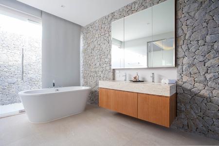高級バスルーム機能流域とバスタブ