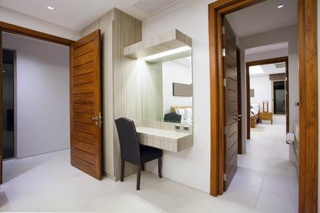 廊下の家のインテリア デザインと外装 写真素材