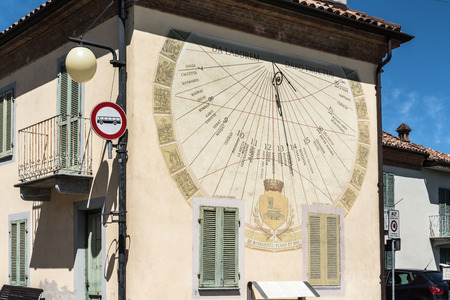 reloj de sol: Reloj de sol en Barbaresco, Italia
