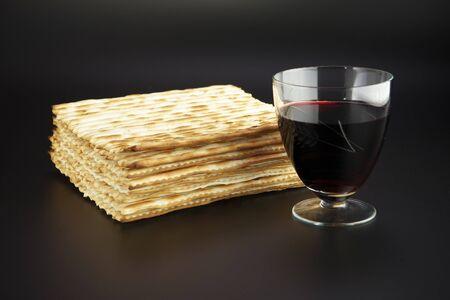 maca: Fiesta religiosa jud�a comida tradicional de Pascua matz� y vino tinto
