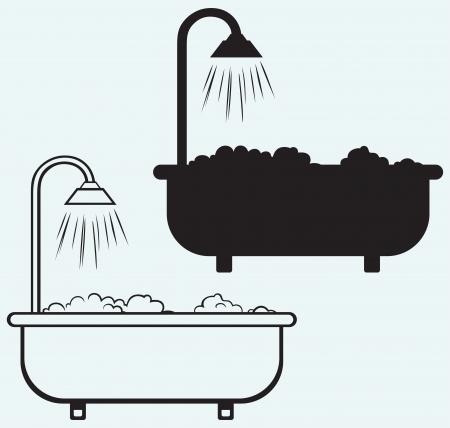 ванная комната: Ванна с пеной, изолированных на синем фоне Иллюстрация