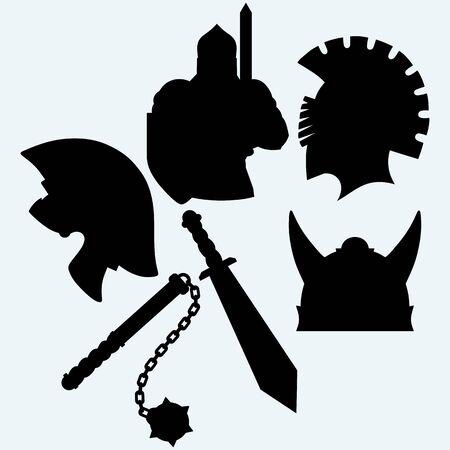 caballero medieval: Cruzado de casco, espada y maza caballero metálico. Aislado en el fondo azul. Siluetas del vector