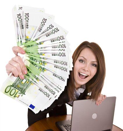 dinero euros: Empresarias con el grupo de dinero y port�til. Aislados.