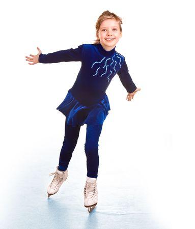 patinando: Chica en traje de deporte azul en skates.Isolated.