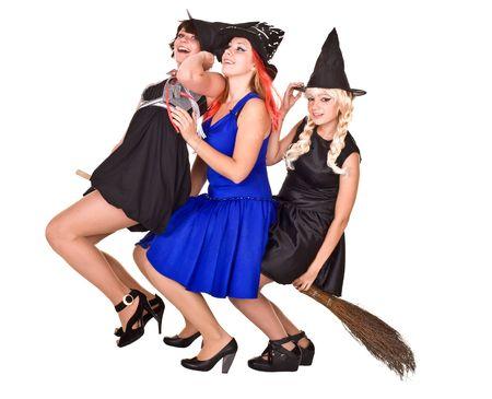 Gruppo strega di Halloween in abito nero e cappello in testa broom.Isolated volare. Archivio Fotografico