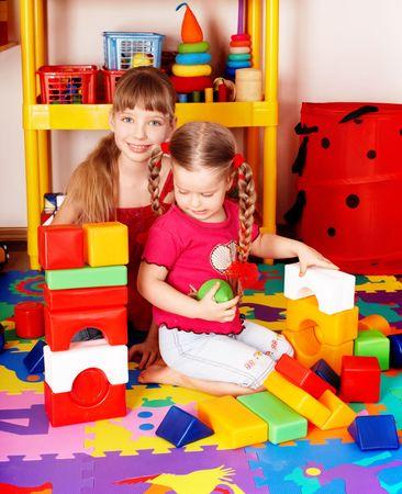 playroom: Conjunto de bloque y construcci�n de obra de ni�o. Ni�os en edad preescolar.  Foto de archivo