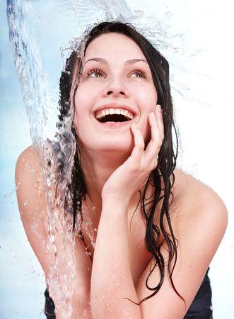 girl shower: Hermosa ni�a con el pelo mojado. Aislado.  Foto de archivo