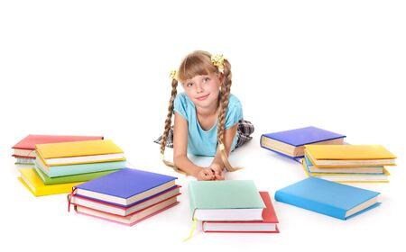 colegiala: Ni�os con el mont�n de libros acostado en el piso. Aislado.  Foto de archivo