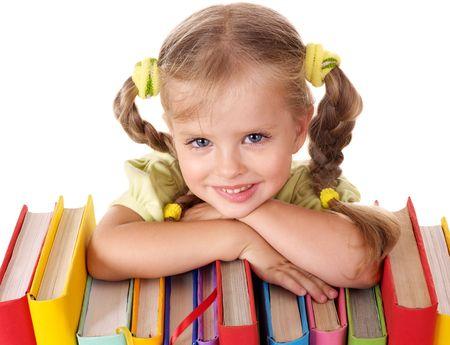 prodigy: Ragazza piccola azienda pila di libri. Isolato.