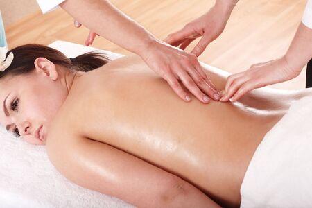 čtyři lidé: Four hands massage in beauty parlour.