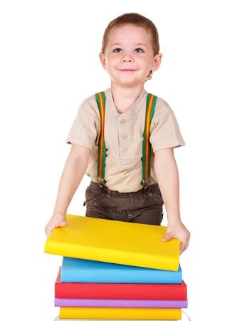 prodigio: Little boy pila di libri di lettura.