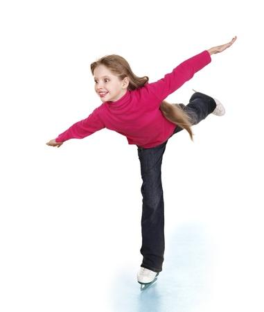 Heureux de jeune fille de patinage artistique. Isolé.