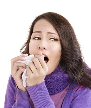 tejido: Una mujer joven con pa�uelo tener fr�o. Aislado.
