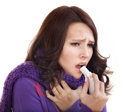 angina: Junge Frau mit Kehle Spray. Lizenzfreie Bilder