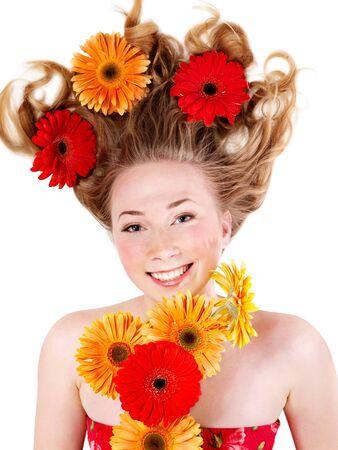 zerzaust: Happy young Woman mit zerzausten Haaren. Fr�hling Frisur.