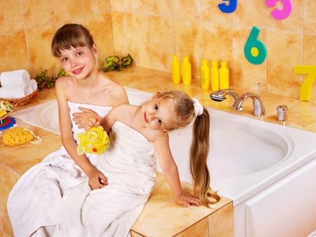 Figlio di lavaggio in bagnoschiuma. Archivio Fotografico