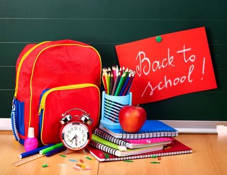 school backpack: Fuentes de regreso a la escuela. Aislado. Foto de archivo