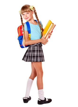 niño con mochila: Colegiala con mochila con libros. Aislado. Foto de archivo